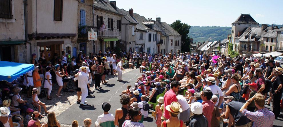 Festival dans un village de l'Aveyron
